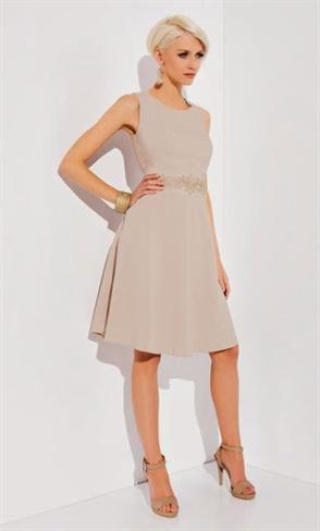 Бежевое платье с вышивкой - фото 10317