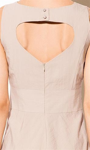 Бежевое платье с вышивкой - фото 10319