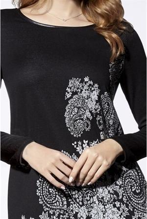 Стильное трикотажное платье с рисунком - фото 10884