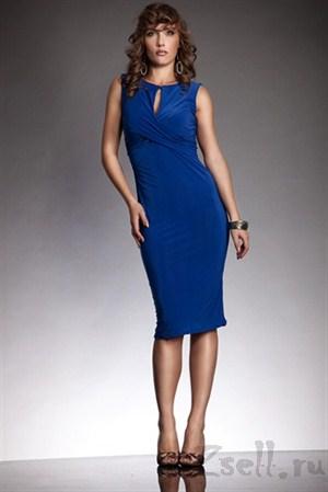 Приталенное платье без рукавов синее - фото 8