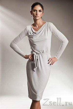 Платье с длинным рукавом классического покроя  с поясом, который выгодно подчеркивает линию талии, цвет серый