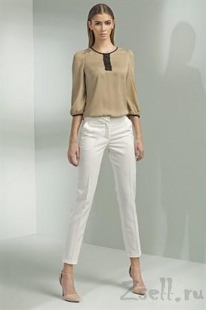 Белые зауженные брюки - фото 3385