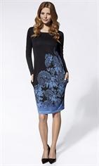 Трикотажное платье с модным принтом