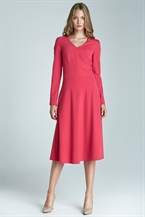 Розовое приталенное платье с юбкой трапецией Nife