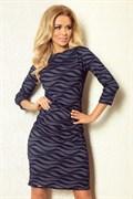 Синее трикотажное платье с волнистым рисунком
