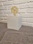 Светильник из белого бетона с лампой Эдисона